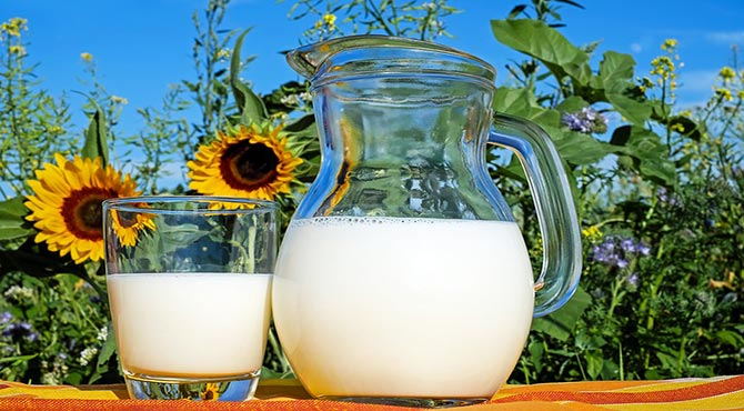 Incredible Health Benefits of Milk in Hindi